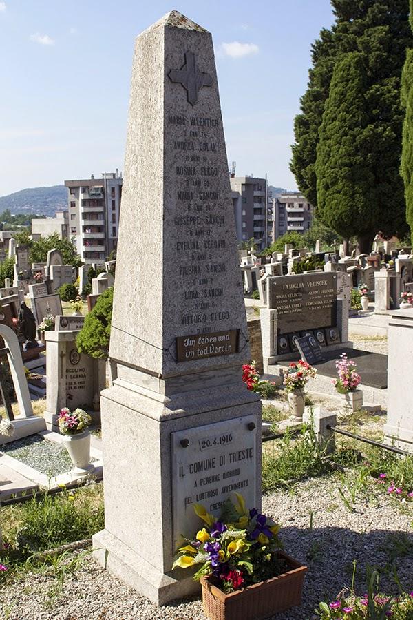 stele_vittime_bombardamenti_italiani_ts2